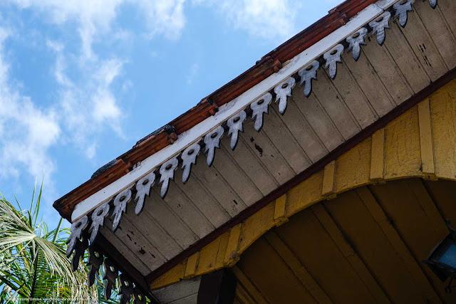Casa de madeira - detalhe dos lambrequins