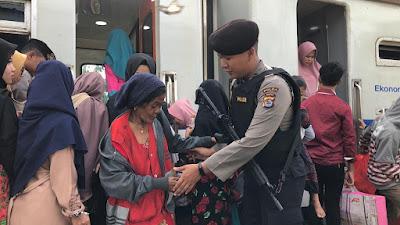 Jamin Keamanan Nataru, Ditsamapta Polda Banten Perketat Keamanan Stasiun KAI
