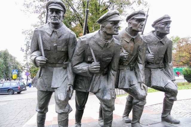 Weekend break in Krakow: statue of 4 soldiers