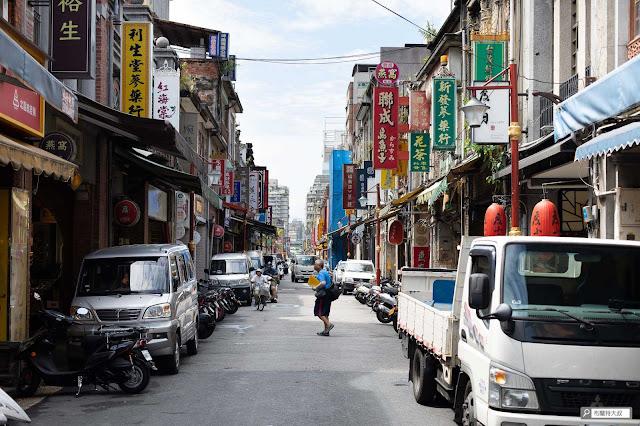 【大叔生活】重返大稻埕,漫步台北市舊街區 - 迪化街的早晨樸實且寧靜
