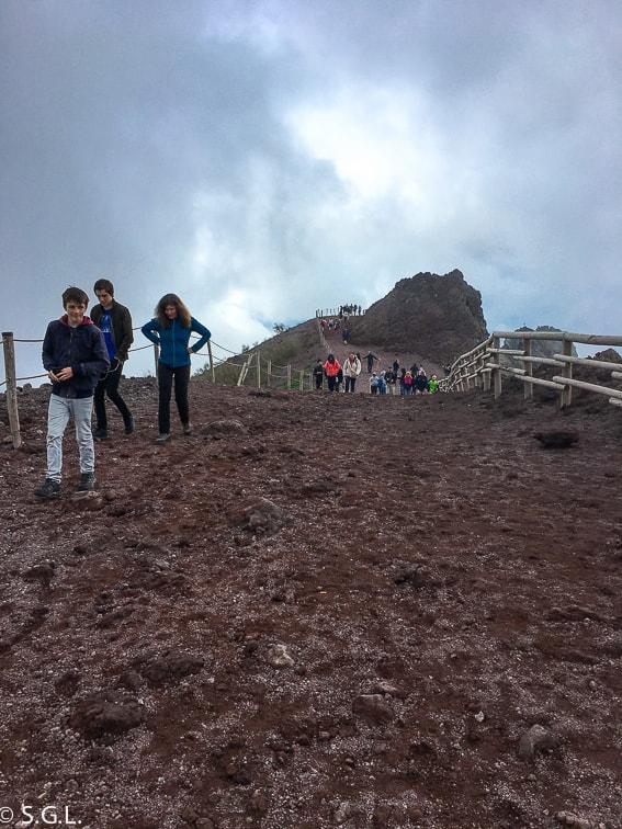 Camino para subir al crater del Vesubio