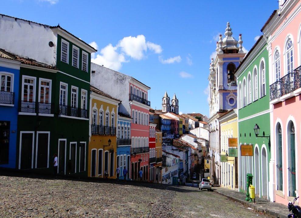 Centro Histórico Pelourinho- casas coloridas e igrejas