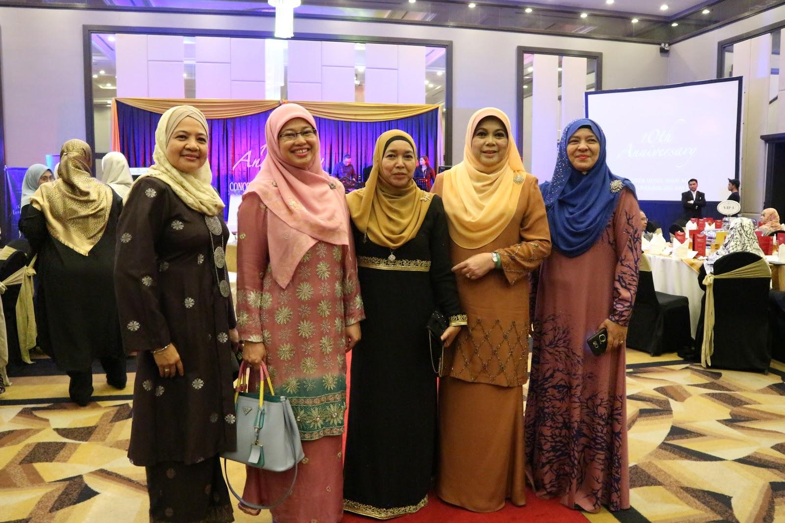 Glitz Glamour Di Majlis Makan Malam Ulang Tahun Ke 10 Salehuddin Saidin Associates Azie Kitchen
