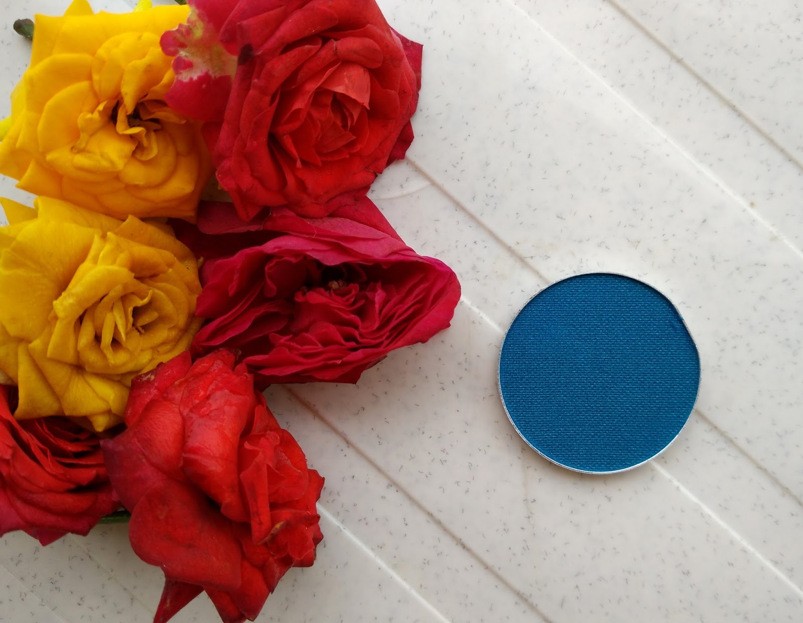 Kryolan VIVA Brilliant Color Medley shadow 'Blue Berry' Review, Swatch, FOTD
