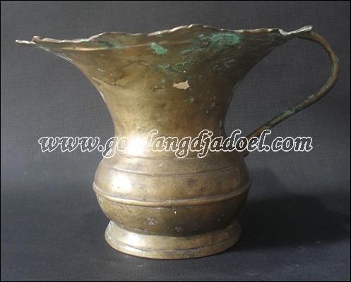 barang antik pakucuran kuningan