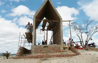 Capela em homenagem a Nossa Senhora Aparecida vem sendo erguida no 'alto do cruzeiro' em Picuí