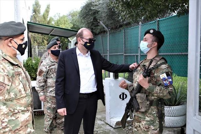 Επισκέψεις ΥΠΑΜ και Α/ΓΕΕΦ σε στρατόπεδα και φυλάκια της Εθνικής Φρουράς (ΦΩΤΟ-ΒΙΝΤΕΟ)