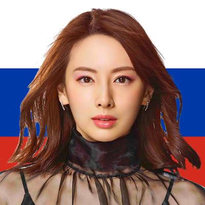 Японка развернулась лицом к российским парням [фотоколлаж]