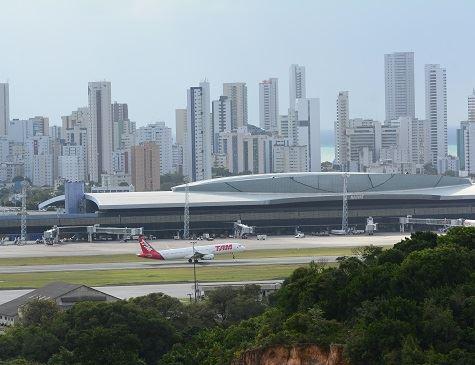 Homem é preso após matar companheira em frente ao aeroporto do Recife