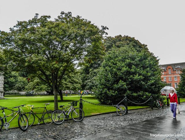 Clima em Dublin, Irlanda. Um dia de chuva no Trinity College