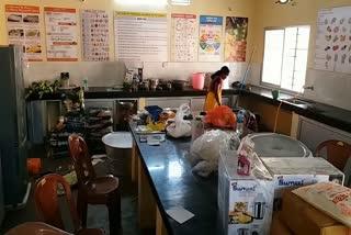 distribute-food-anganwadi-jamshedpur