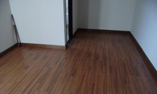 Perbedaan Parket Kayu Solid dengan Laminate Flooring