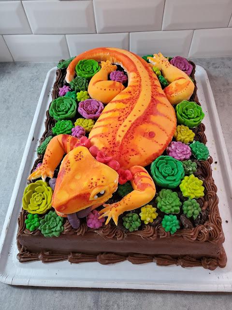 Caminhando sozinho pelo Imgur, eu encontrei alguém que diz ter feito esse lindo e delicioso bolo para o aniversário da sua filha!