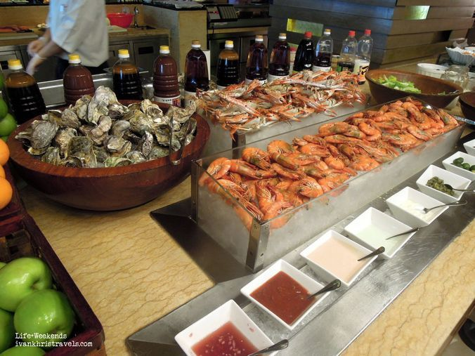 Fresh seafood station at New World Hotel's Cafe 1228