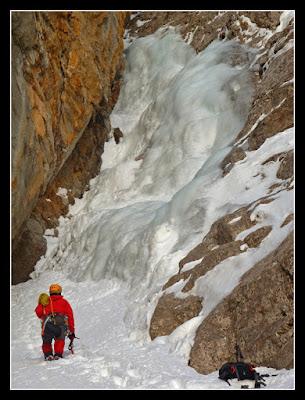 Cascada de hielo Ruta Jacobea, Izas