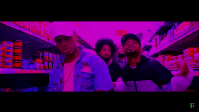"""Num beat sinistro, o grupo 5 pra 1 lança o clipe da musica """"Foda-se o TRAP""""."""