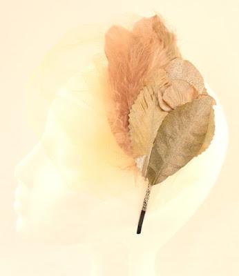 PV 2017 - Coleccion Oro Duro 011 Diadema tocado flor tul hoja