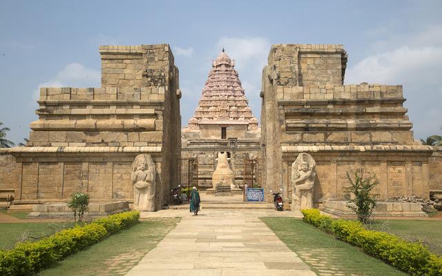 బృహదీశ్వర ఆలయం గోపురం నీడ దొరకదు