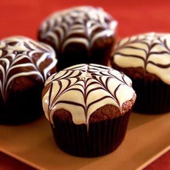 Рецепты выпечки на Хэллоуин, «Атака пауков» — имбирное печенье с шоколадом, Быстрая пицца «Дракула» на Хэллоуин, Быстрое шоколадно-овсяное печенье без выпечки, Десерт «Выколотые глаза» из мороженого, «Дом с привидениями» — пряничный домик Хэллоуин, Каннибал-печенье «Глаз» из воздушного риса, Кексы в паутине на Хэллоуин, Маффины «Веселая тыква» с шоколадной начинкой, Меренги-привидения на Хэллоуин, Мини-тортик «Ведьмина тыква», «Мозговые» кексы с глазурью, «Мумия» — сосиски в тесте, «Ноги гоблина» — печенье без выпечки, Ночь ожившего хлеба, «Пальцы гоблина» — печенье на Хэллоуин, Паучья пицца на Хэллоуин, Песочное печенье-скелетики, Печенье «Вуду» на Хэллоуин, Печенье на Хэллоуин Chocolate Chip, Печенье «Пальцы ведьмы», Печенье «Пальцы ведьмы» с шоколадом, Печенье «Привидения» с помадкой, Печенье со сливой «Сердечки», Пирожные «Паучок» без выпечки, Сахарные косточки и забавные привидения на Хэллоуин, «Сахарные тыквы» — печенье с глазурью, «Скелетики» — шоколадное печенье, Сладкий ужас. Идеи оформления тортов на Хэллоуин, Слойки «Тыковка на палочке», Сырный торт с шоколадными батончиками «Марс» на Хэллоуин, «Черная кошка» из печенья и шоколада, Шоколадные кексы с паутиной, Шоколадные мышки — пирожные без выпечки, Кошмарное меню на Хэллоуин или Кухня ведьмы (выпечка), Хэллоуин, блюда на Хэллоуин, рецепты на Хэллоуин, праздничные блюда, оформление блюд на Хэллоуин, праздничный стол на Хэллоуин, блюда-монстры, меренги, безе, сладости, сладости на Хэллоуин, десерты на Хэллоуин, блюда мз яиц, блюда из белков, печенье на Хэллоуин, торты на Хэллоуин, пирожные на Хэллоуин, пицца на Хэллоуин, выпечка на Хэллоуин, http://prazdnichnymir.ru/,