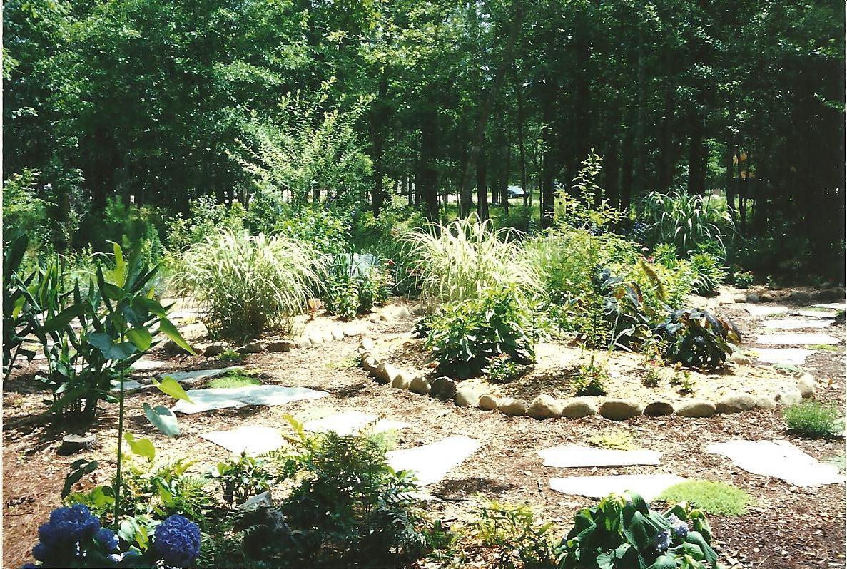 Gardening From the Ground Up: Aug 25, 2011 on Grassless Garden Ideas  id=66276