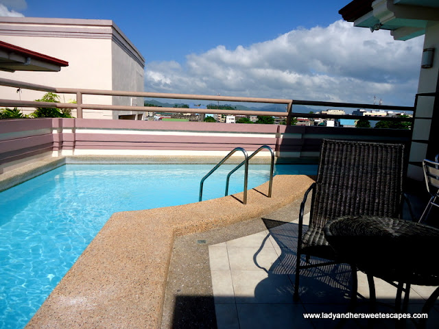 swimming pool at Hotel Alejandro Tacloban