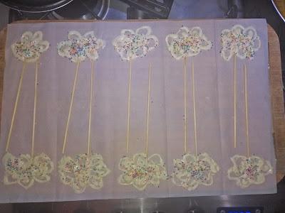 Festinhas, Mamãe Chef, pirulito de chocolate, decoração diy, decoração festa, decoração simples, dica de festa, DIY, chuva de amor, chuva de benção, pirulito de coração, pirulito de nuvem
