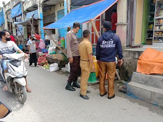 Singgah Di Pasar Sudu, Patroli Polsek Alla Polres Enrekang Dialogis Dengan Pedagang