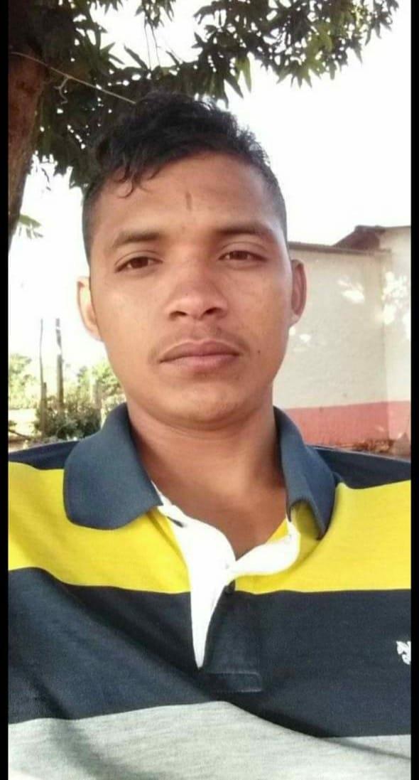 Este é Mateus , responsável por ter achado o corpo da criança Eduarda ontem no Balneário Ponta da Areia.