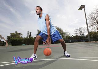 Teknik Dasar Permainan Bola Basket Between The Legs Dribble