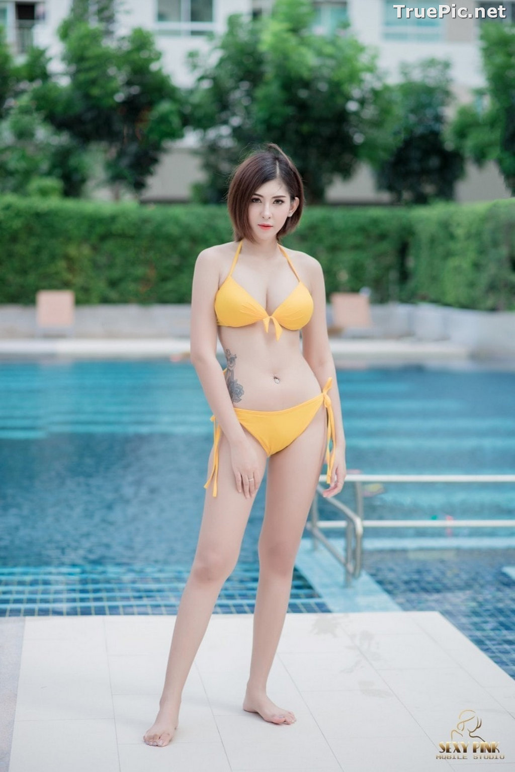 Image Thailand Model - Pharada Baokhum - Yellow Bikini In The Swimming Pool - TruePic.net - Picture-2