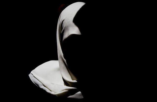 Apakah Yang Menundamu Tidak Menggunakan Hijab Sampai Sekarang?? Apa Kurang Jelas Perintah Dari Tuhanmu