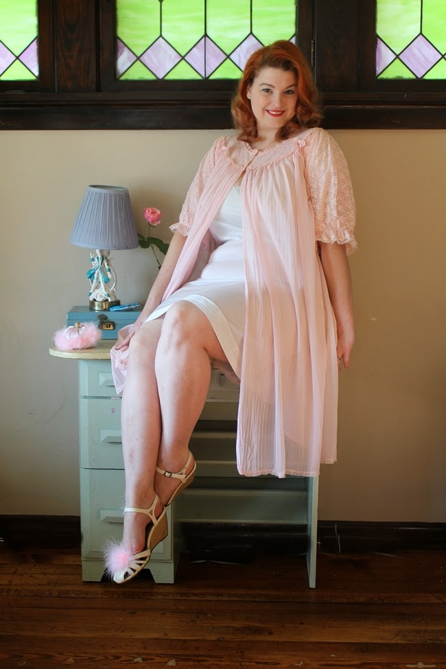 1950s pink plus size boudoir robe and vanity
