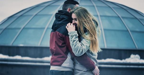 Jika Pasanganmu Sedang Berduka, Lakukan 7 Hal Berikut Ini