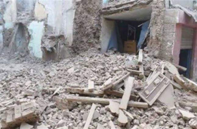 انهيار منزل مكون من 3 طوابق بأسيوط