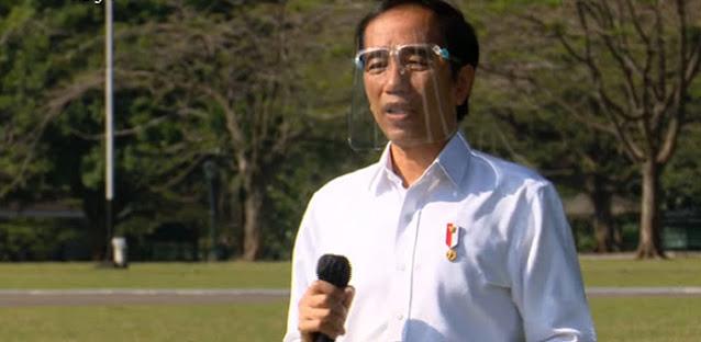 Pedagang Asongan Mengeluh Pendapatan Menurun, Jokowi: Wong Negara Aja Defisit Kok
