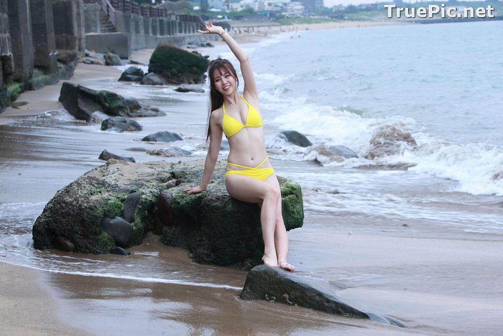 Image Taiwanese Beautiful Model - Debby Chiu - Yellow Sexy Bikini - TruePic.net - Picture-2
