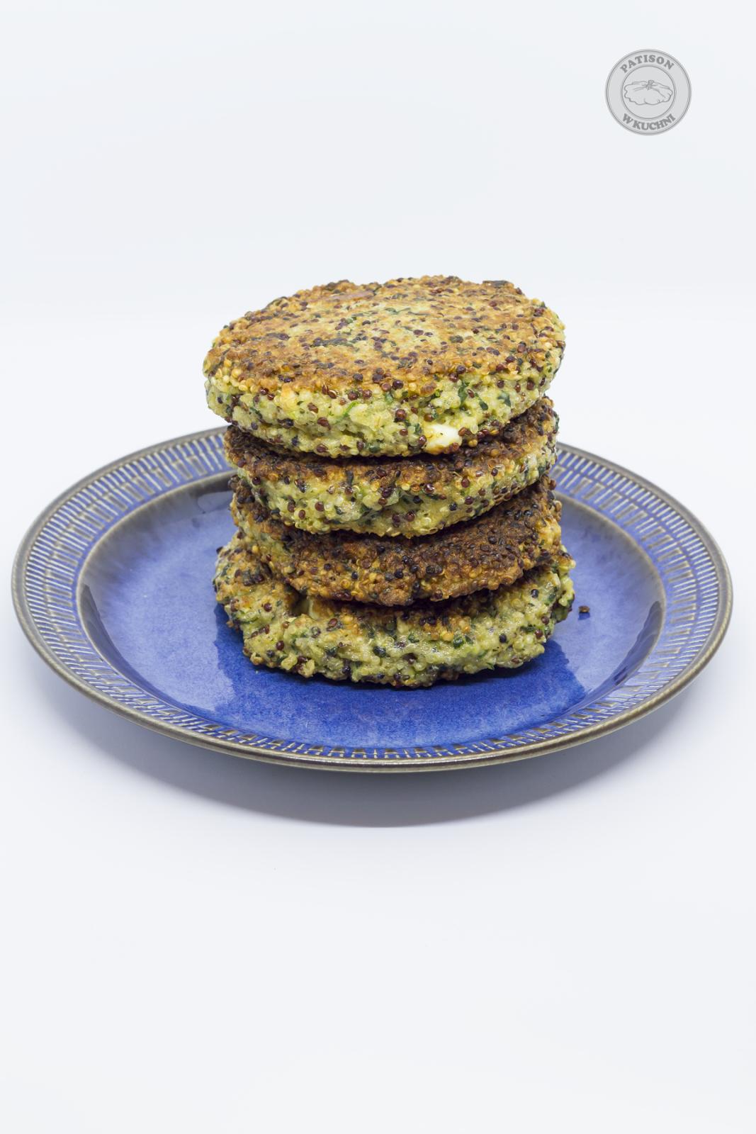 Przepyszne burgery quinoa ze szpinakiem i fetą.