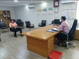 निजी अस्पतालों की निर्धारित दरों को कम करने के लिए भाजपा जिलाध्यक्ष बबला शुक्ला ने कलेक्टर से मुलाकात की