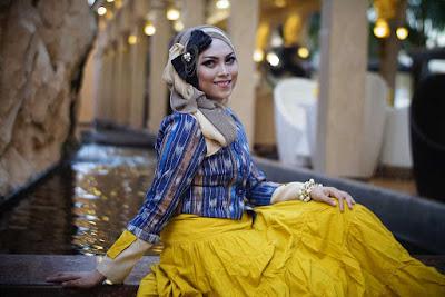 fotografi gaya berfoto yang menarik seorang model hijab cantik