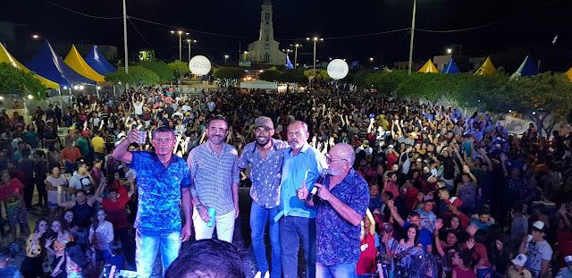 Noite dos vaqueiros leva multidão à Praça de eventos na festa do padroeiro São Sebastião do Umbuzeiro