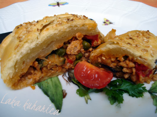 Ground turkey in a puff pastry braid by Laka kuharica: elegant, tasty and easy to make dish.