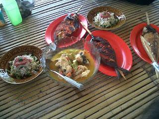 menu ikan bakar, plecing kangkung, sup ikan