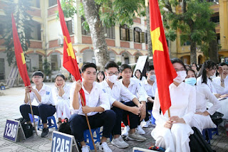 Nữ sinh Phan Đình Phùng khoe sắc trong ngày khai giảng đặc biệt