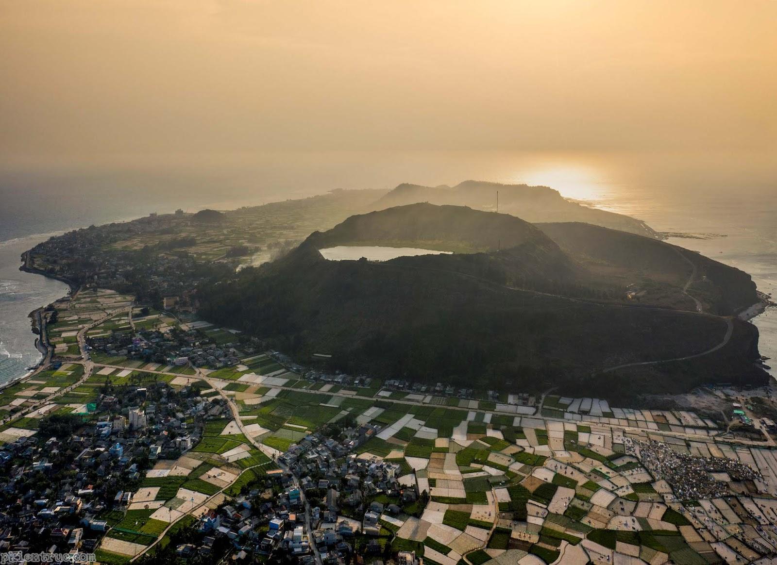 núi lửa tuyệt đẹp trên đảo tỏi Lý Sơn