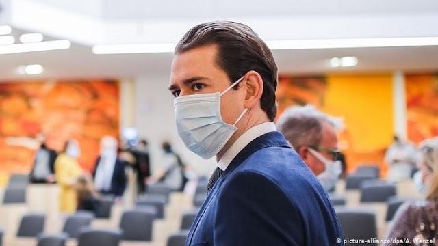 Baj van: újra kötelező lesz a szájmaszk hordása Ausztriában