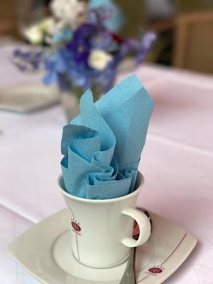 Kaffee und Kuchen, Rot Liebe, Blau Treue, Weiß Unschuld, Farbschema, Hochzeit, heiraten in Garmisch, Bayern, Deutschland, Riessersee Hotel, Hochzeitshotel, Hochzeitsplanerin Uschi Glas