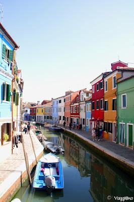Canale di Burano con le case colorate