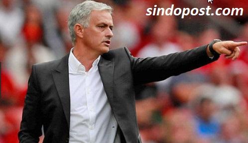 liga ingris,pelatih manchester united,jose mourinho di pecat dari club man united,man united mencari kandidat baru,tertinggal poin untuk man united,man united membutuhkan pelatih baru,