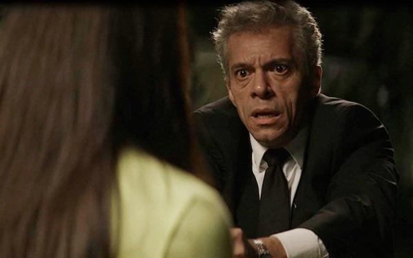 Cosme aponta a arma para Vivi Guedes (Imagem: Reprodução/TV Globo)