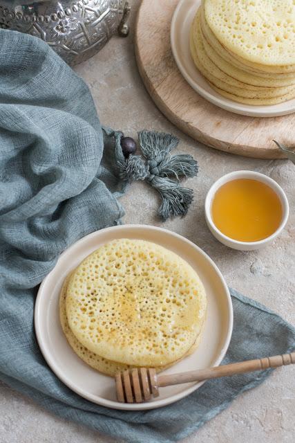 Baghirs, crêpes mille trous, miel et fleur d'oranger